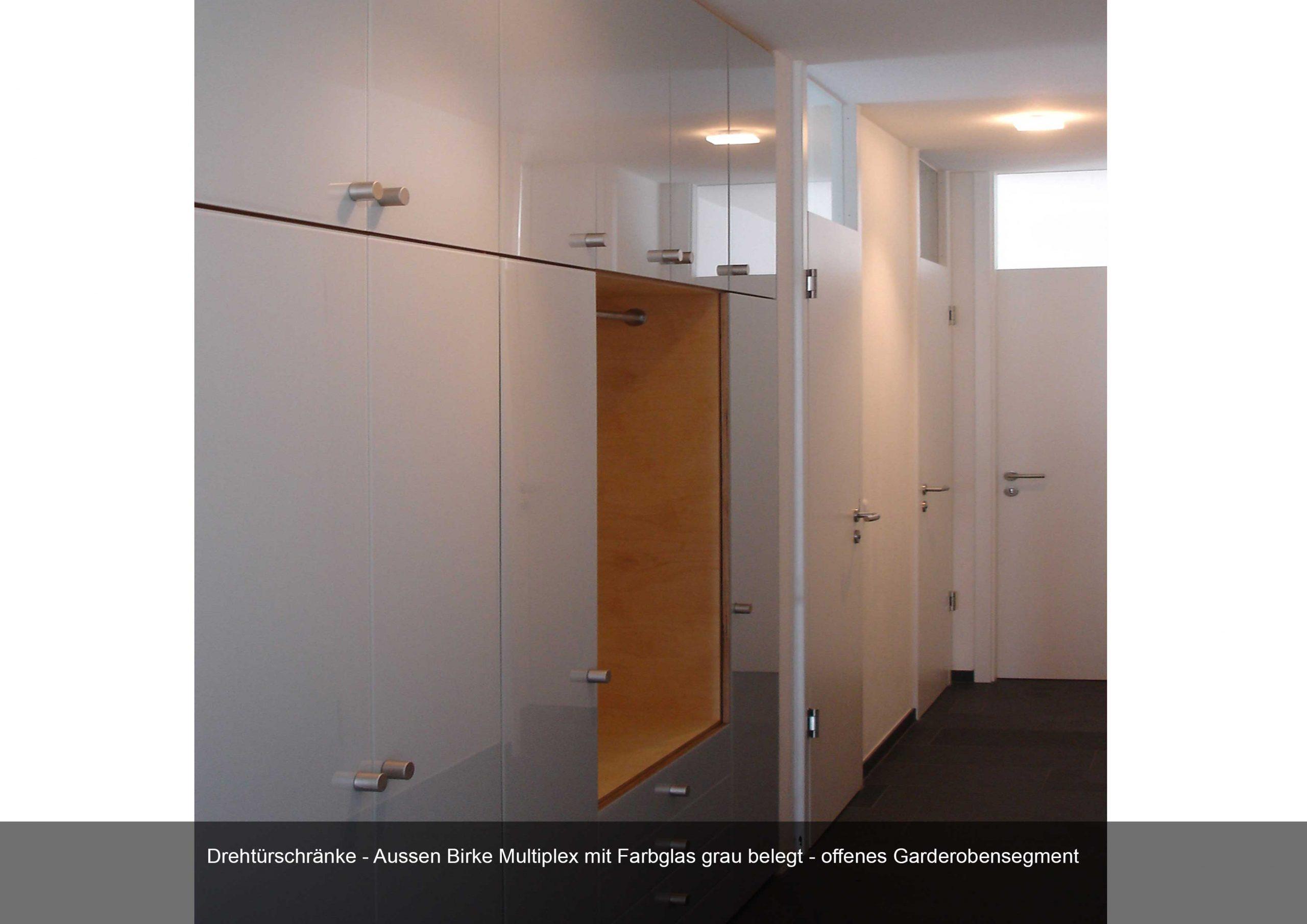 Drehtürschränke Garderobe Birke Multiplex Farbglas grau Flur Praxis Inneneinrichtung