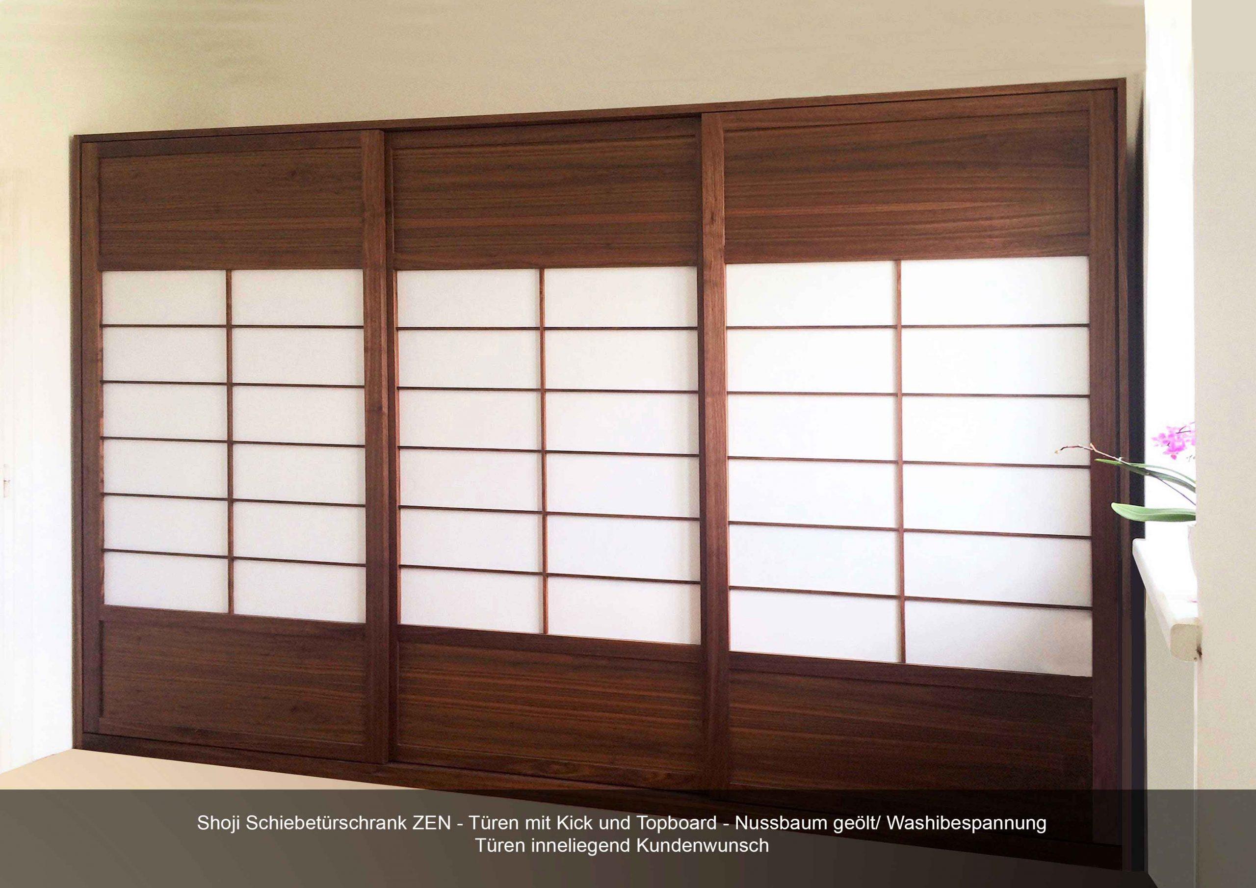 Shoji Schiebetürschrank Zen Türen innenliegend Kick- und Topboard Nussbaum geölt Bespannung Washipapier