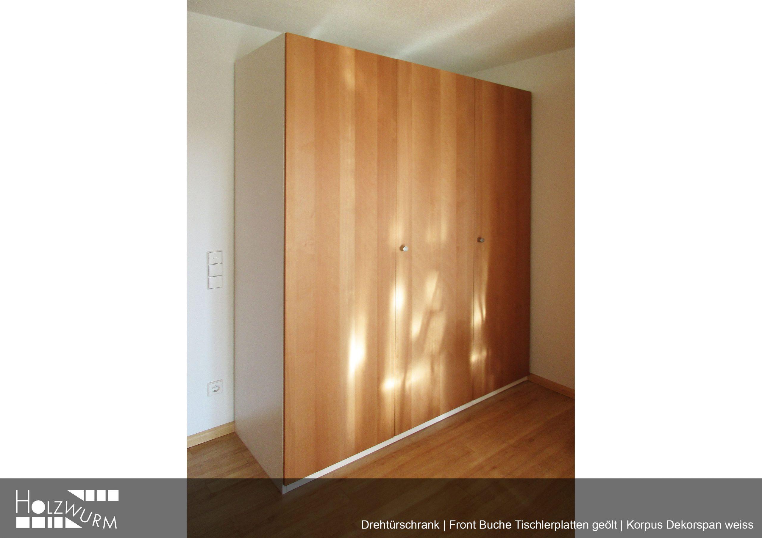 Schrank mit Türen aus Buche Tischlerplatten . Korpuss Dekorspan weiss