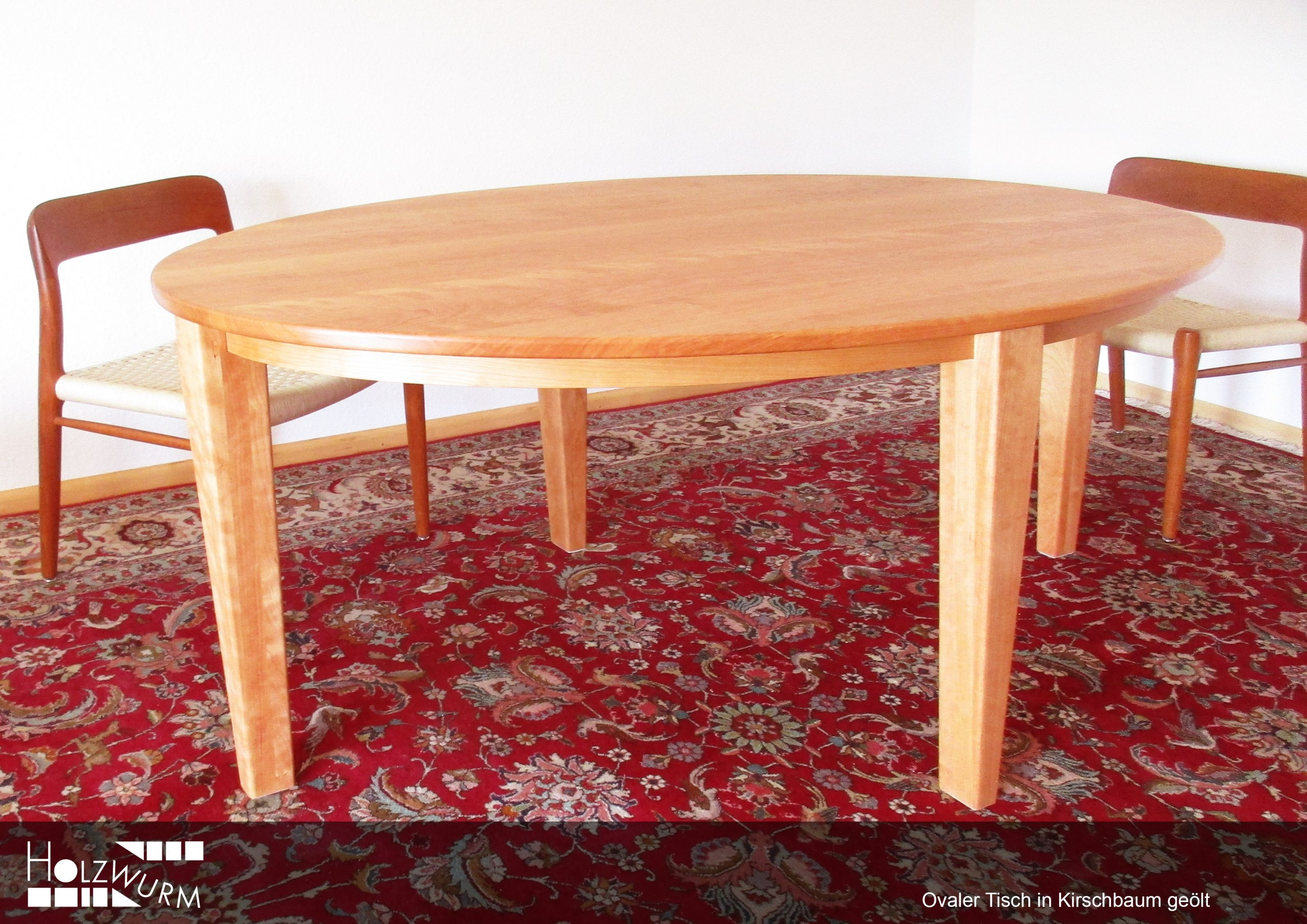 Tisch mit ovaler Platte in Kirschrbaum Massivholz geölt