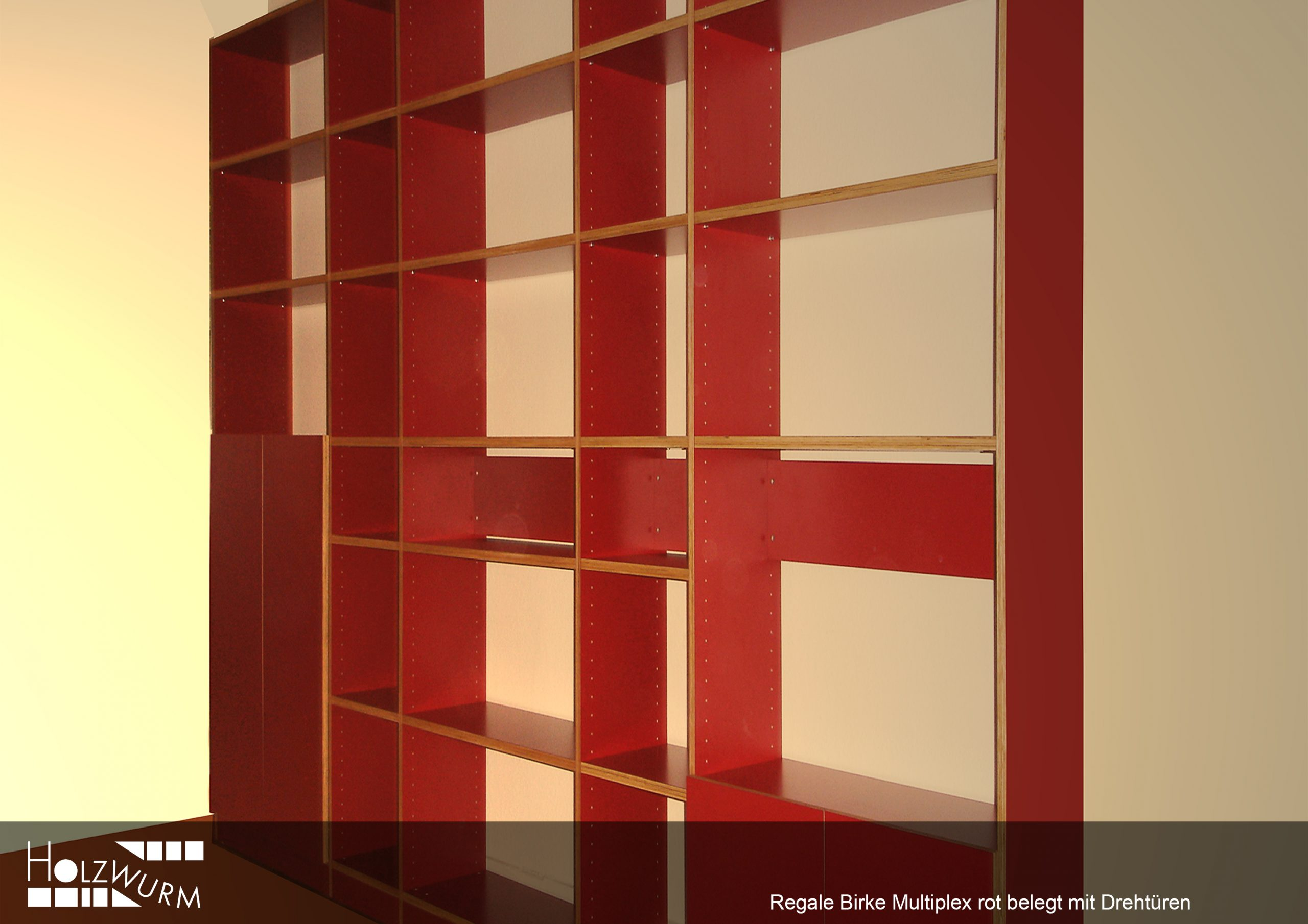 Regal Birke Multiplex rot belegt mit Drehtüren.