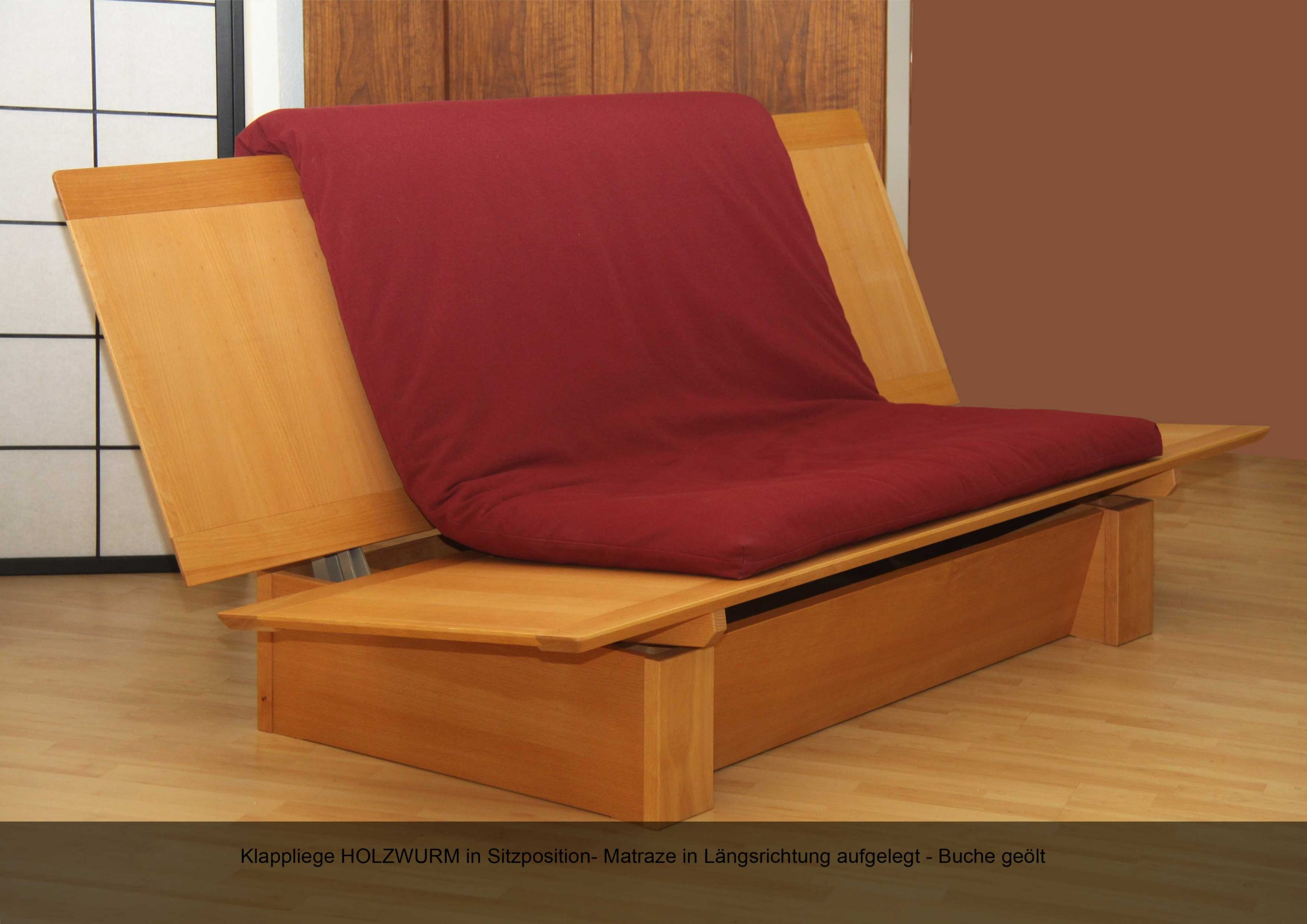 Klappliege Holzwurm in Sitzposition